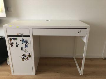 Naudotas rašomasis stalas.