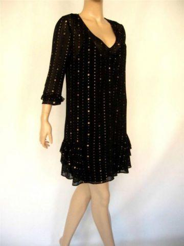 324. Nepaprastai žavinga suknutė, ¾ ilgio rankovytėmis.