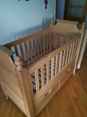 Ąžuolinė Kūdikio lovytė- funkcionali,tvirta, nepakatojama