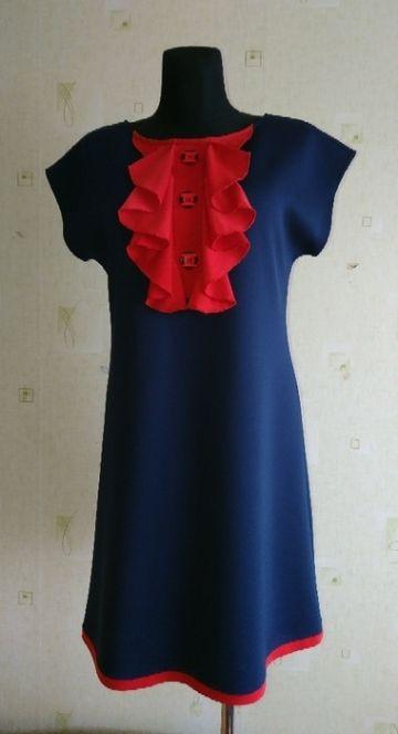 Tamsiai mėlyna puošni suknelė