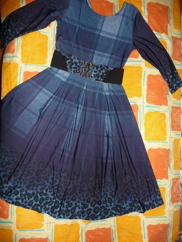Melyna puikios bukles suknele
