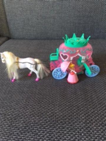 Arkliukas su karieta ir princese
